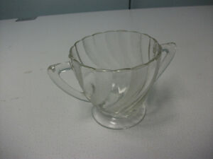 DEPRESSION GLASS SUGAR BOWL.
