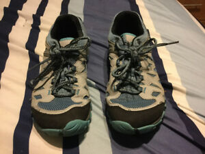 1 pair of ladies Merrill hiking sneakers great shape 9 1/2