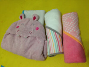 hooded towels - 2 NEW and 2   in great condition