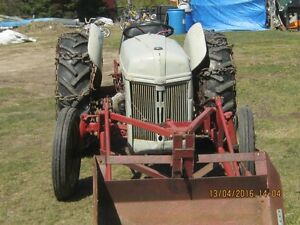 RARE 2N FORD TACTOR WITH LOADER