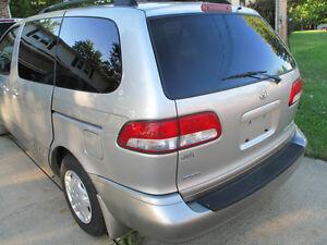 2002 Toyota Sienna Minivan, Van