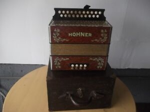 HOHNER ACCORDION /CASE