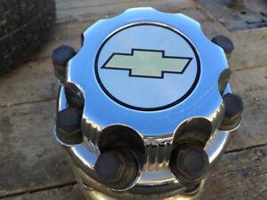 Chevy C/K 3500 8bolt Chrome Centercaps