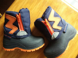 Brand new size 4 toddler boy snow boots