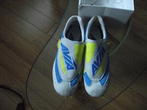 Cycling / Biking Shoes - Clipless -Ladies Sarnia Sarnia Area image 3