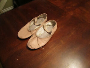 Ballet shoes pale pink leather upper  size 4B BLOCH