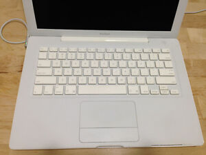 MacBook A1181 Mid 2007 13.3in Core2Duo 2.16 Ghz/4GB/250GB
