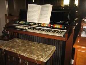 Hammond Autochord Organ