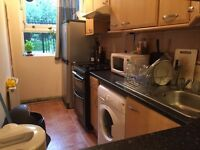 Nice and cosy double room available in Holloway Road just 200 pw no fees 2 weeks deposit