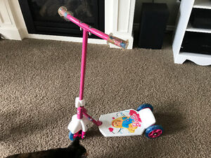 Scooter 3 wheel Barbie kids 28 inches tall to handlebars