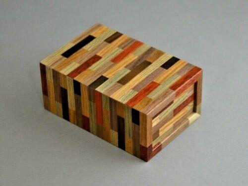 "Karakuri puzzle small box ""tataki box"" (hit box) yosegi zaiku"