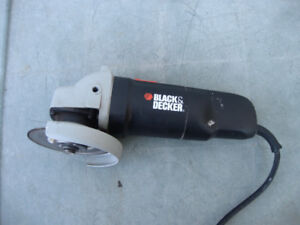 Meuleuse angulaire 4 1/2 pouces (angle grinder) Black and Decker