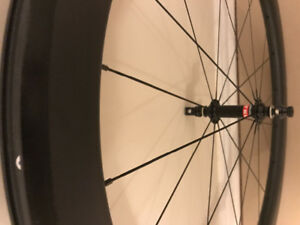 NEW LIGHT AND AERO CARBON CLINCHER WHEELSET