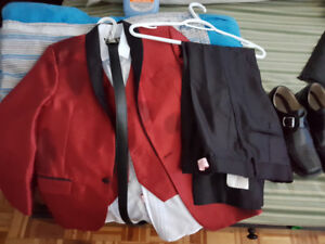 4 pc Boys suit Size 12 with shoes