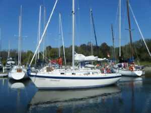 28 ft Sailboat. In the water, Sail This Summer