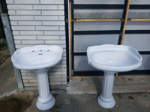 Beautiful porcelain sinks with stands both for 200 OBO