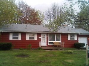 3 bedroom Bungalow, Great location with *Bonus apartment*!