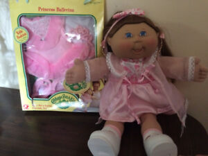 Cabbage patch doll with extra outfit