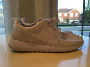 All White Nike Roshe Ones WMNS Size 7.5