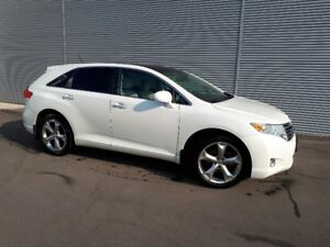 6cyl AWD Toyota Venza Clean & certified