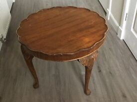 Queen Anne round side or occasional table