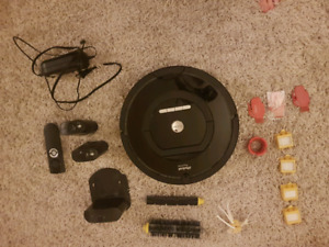 EUC Used less than 2 dozen times - Roomba 770 w/ accessories