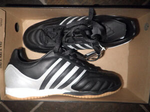 Adidas Men's Size 7.5 Indoor Soccer Cleats - bnwt