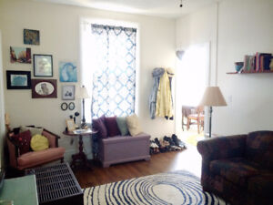 ★★ Beautiful 2 bdrm Apt. large new windows & private deck ★★