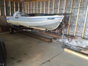 16' aluminum deepwell fishing boat   With 25horse evinrude motor