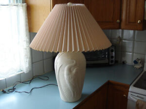NEW CONDITION~LARGE TABLE LAMP