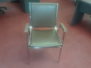 Chaise /  Fauteuil / Chair