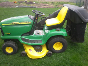 John deere Lt166 riding mower
