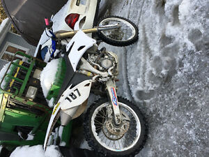 White 2006 Yamaha yz250f *MINT* 3000$ or trade for manual car.