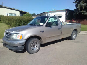 2000 Ford E-150 Pickup Truck