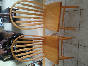 6 Windsor style solid oak chairs