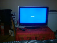 flast screen HDMI  and a Dvd player