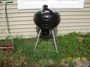 Charcoal drum style bar-b-que used rarely