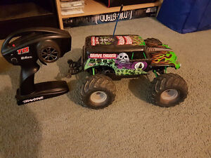 Traxxas 1/16th grave digger edition RC
