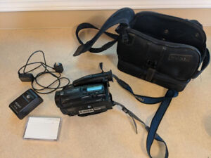 Sony Camcorder TR-77 with all the accessories in great condition