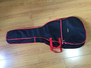 GUITAR BAG CLEAM  GOOD CONDITION CALL OR TEXT AT 647 338 5127