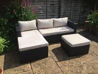 Garden sofa unit with table
