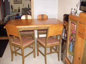 Buffet et table 4 chaise 350.00