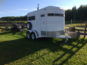 2 horse trailer with ramp