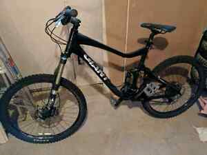 Large Giant reign 2 downhill mountain  bike