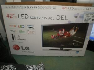 "42"" LED  LG SMART TV  ( COMES WITH BOX AND REMOTE )"