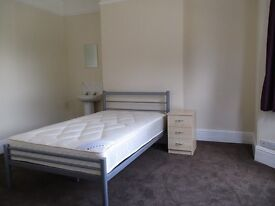 Large furnished room on Magdalen Road available NOW