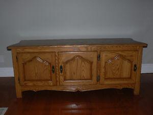 Meuble de bois pour télé et appareils audio