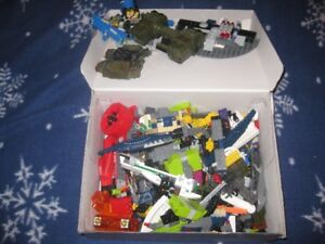 BOX OF LOOSE LEGO PIECES IN EXCELLENT CONDITION