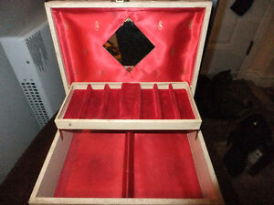 vintage satin lined jewlery box West Island Greater Montréal image 1