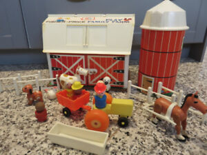ferme FISHER PRICE vintage, avec silo, figurines, animaux, clot
